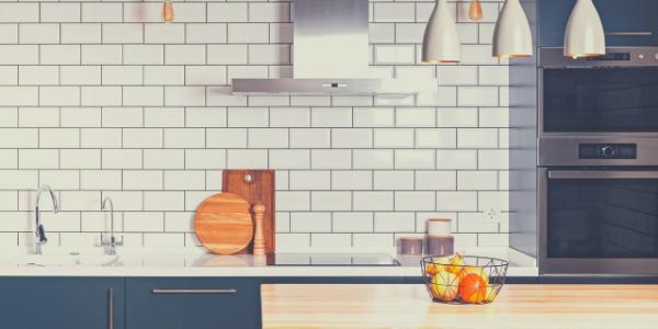 White back splash kitchen